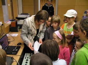 Dorota Czopek prowadzi zajęcia dla Uniwersytetu Dzieci